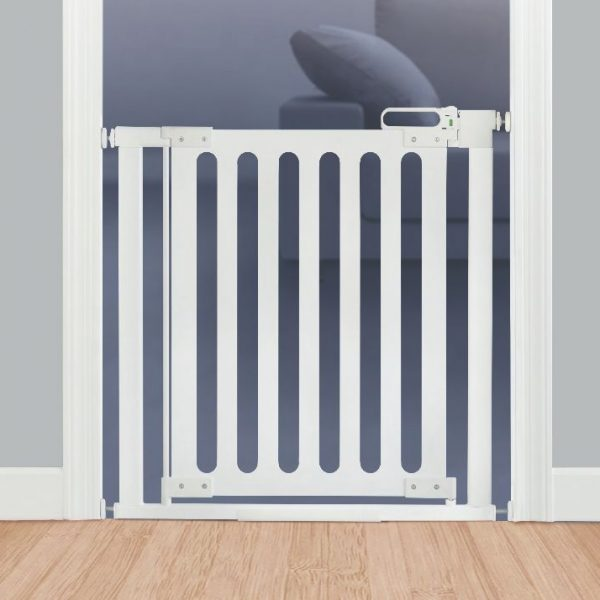 Gate with a manual locking mechanism